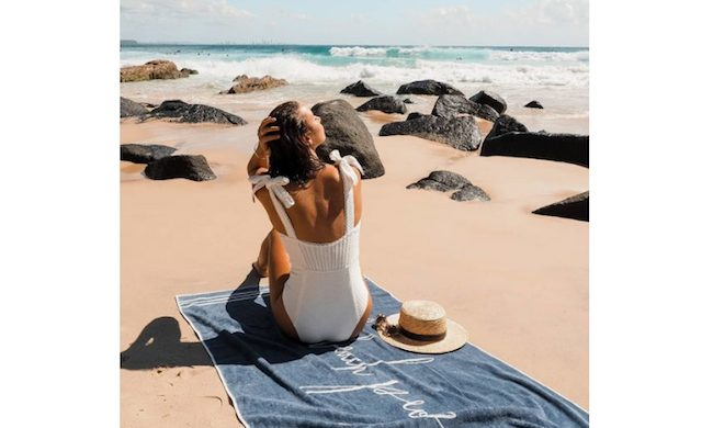 砂浜に映えるビーチブランケット♡5セレクト