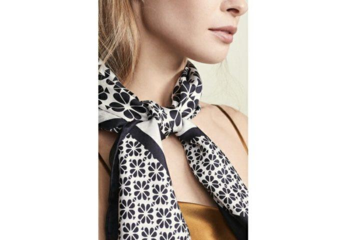 夏のシンプルコーデを、スカーフで華やかに!5ブランドをpickup
