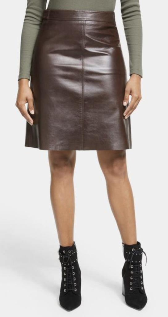 柔らかいラムナッパレザースカート