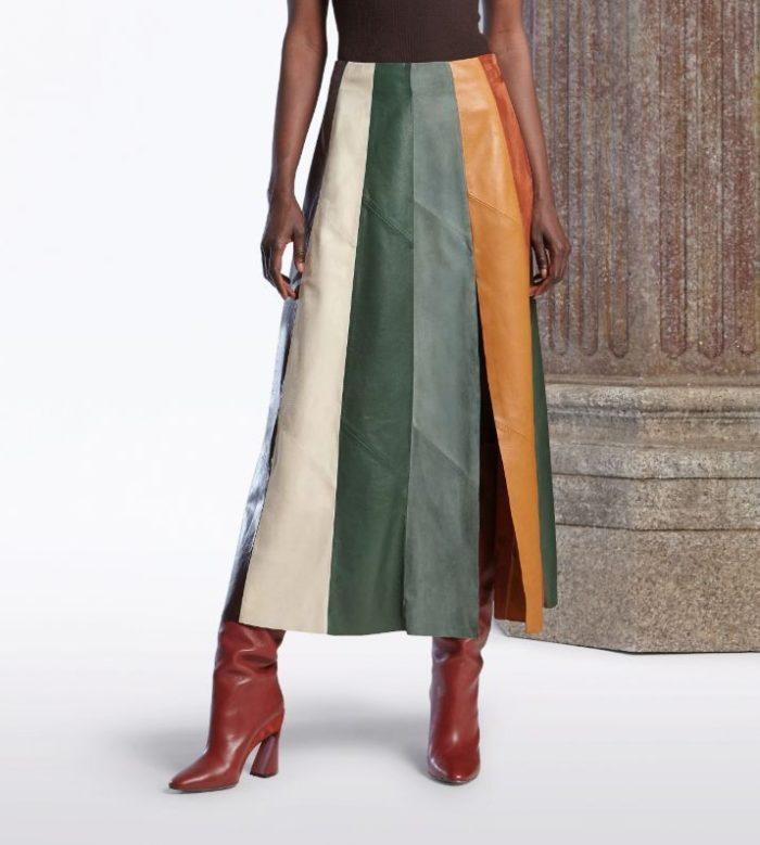 マルチカラーのレザーとスエードを組み合わせたスカート