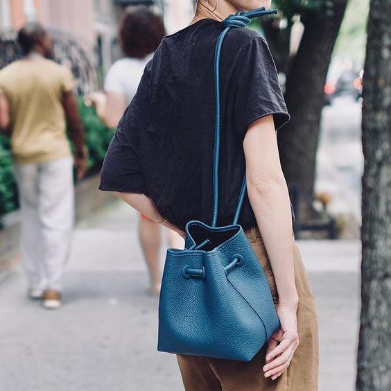 シンプル&ユニークなバッグが揃うヴァジック